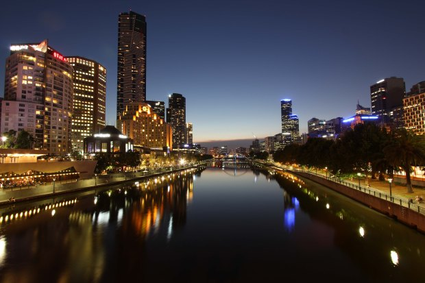 Melbourne and the Yarra at night