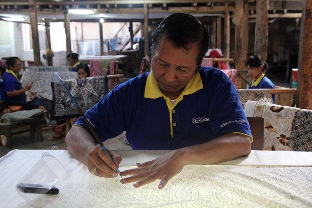 Drawing initial batik pattern