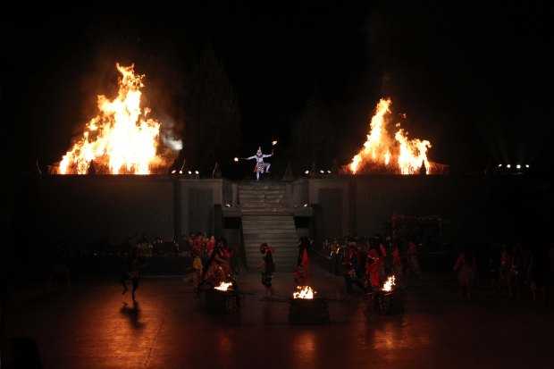 Hanuman burning the garden of Alengka